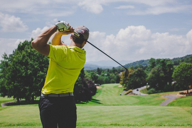 Stratégie digitale sport : les clubs de golf rentrent dans la partie